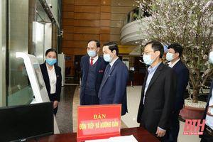 Chủ tịch UBND tỉnh Đỗ Minh Tuấn thăm, kiểm tra hoạt động đầu năm tại Trung tâm phục vụ Hành chính công tỉnh
