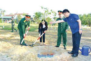 Lãnh đạo tỉnh 'trồng cây đời đời nhớ ơn Bác Hồ'