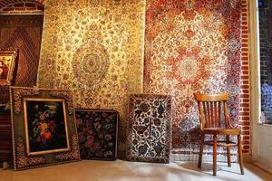 Những tấm thảm Ba Tư dệt thủ công dát vàng và ngọc trai