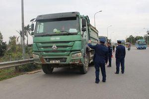 Hơn 50 xe quá tải qua cầu Thăng Long bị xử phạt