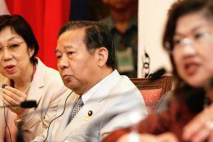 Đảng cầm quyền Nhật Bản để phụ nữ vào họp nhưng không được phát biểu