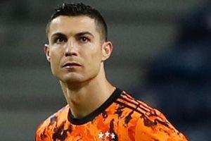 'Ronaldo đang đấu tranh với những ý tưởng của Pirlo'