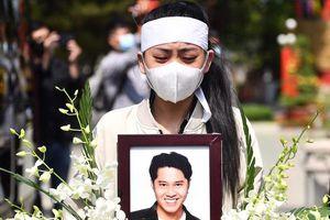 Bạn gái và gia đình tiễn biệt diễn viên Hải Đăng