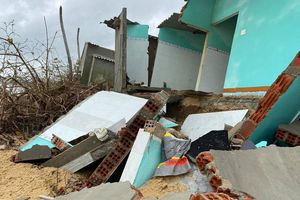 Quảng Ngãi: Bố trí 100 tỷ đồng xây kè ở vùng bị sập nhà do triều cường