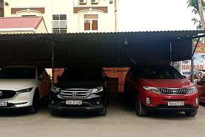 Vụ 'chiếm' sân ủy ban thành bãi gửi xe ô tô có thu phí: Chủ tịch phường hứa sửa sai