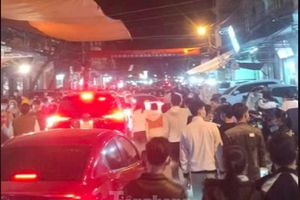 Đóng cửa chợ Viềng, người dân vẫn nườm nượp đổ về cầu may