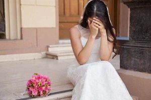 Cô dâu khóc thét, suýt đòi hủy hôn vì bố bắt cầm thứ này trong lễ cưới
