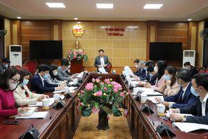 Phó Chủ tịch UBND tỉnh Nguyễn Văn Thi nghe báo cáo Chương trình phát triển Khu kinh tế Nghi Sơn và các khu công nghiệp giai đoạn 2021-2025