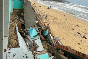 Triều cường quật sập nhà dân ven biển Quảng Ngãi: 'Rót' 100 tỷ đồng dựng bờ kè