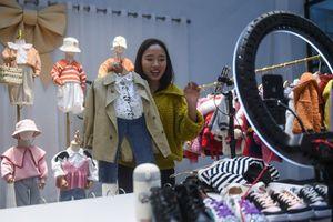 Doanh số bán hàng online tại Trung Quốc vượt xa bán lẻ truyền thống