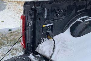 Ford F-150 đời 2021 làm máy phát điện trong bão tuyết tại Texas