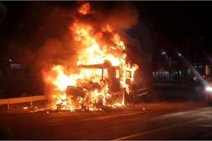 Xe container bốc cháy dữ dội trên Quốc lộ 1A, thiệt hại hơn 1 tỷ đồng