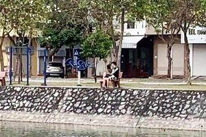 Ra công viên 'tâm sự', đôi bạn trẻ Hải Dương bị phạt 4 triệu đồng