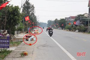 Sau tết, rác thải chất đống bên nhiều tuyến đường ở Hà Tĩnh