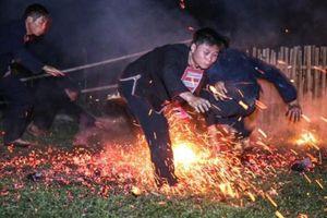 Kỳ bí Lễ hội 'Nhảy lửa' của người Dao đỏ