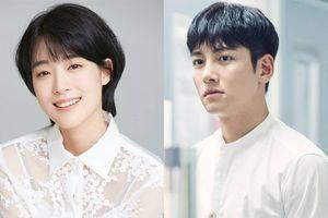 'Bỏ rơi' Kim Ji Won, Ji Chang Wook có tình mới trong phim mới của đạo diễn 'Tầng lớp Itaewon'?