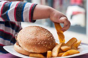 10 loại thực phẩm có hàm lượng muối lớn, trẻ càng ăn nhiều càng dễ mắc bệnh