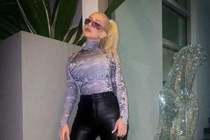 Christina Aguilera dùng túi xách sản xuất từ năm 2004