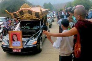 Hơn 10.000 người đưa tang cô gái bị cảnh sát Myanmar bắn