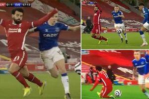 Salah diễn kịch lộ liễu, nhận lại đủ 'gạch đá'