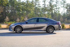 Đánh giá sedan Toyota Camry AWD 2021