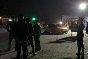 Án mạng ở Hòa Bình: 1 nam, 2 nữ tử vong tại cửa quán karaoke