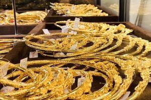 Ngày vía Thần Tài: Thị trường sôi động, giá vàng nhích nhẹ