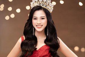 Đỗ Thị Hà nói gì khi netizen xôn xao việc tân Hoa hậu né tránh chuyện khoác eo?
