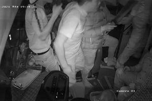 Nhóm người cầm mã tấu hành hung tài xế xe khách trình diện công an
