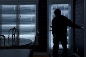 Lần mò vào căn nhà, tên trộm hốt hoảng phát hiện thứ kinh hãi, báo cảnh sát ngay lập tức