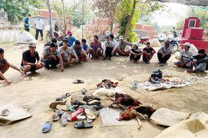 Cảnh sát cơ động đột nhập nghĩa trang, bắt quả tang gần 100 'con bạc' đang sát phạt