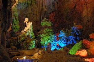 Khám phá vẻ đẹp của hang động ở Việt Nam