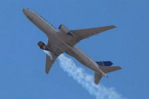 Vụ máy bay Mỹ cháy động cơ: Khoảnh khắc phi công thông báo khẩn cấp