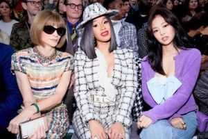 Trào lưu mặc đồ hiệu ngồi hàng ghế đầu dự show thời trang