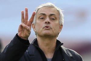 Tottenham sụp đổ vì Mourinho