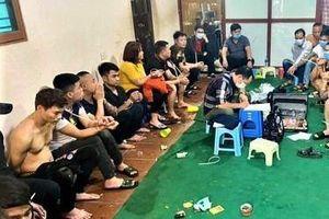 Cảnh sát đột kích xới bạc mở xuyên Tết tại Hà Nội