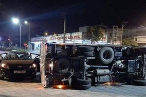 Quảng Ninh: Xe con va chạm xe tải khiến 8 người bị thương