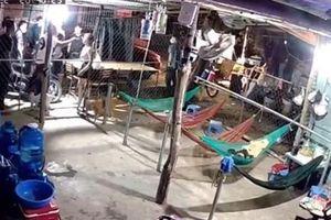 Kinh hãi clip nhóm đòi nợ hàng chục người vây nhà 1 phụ nữ