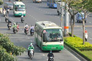 Nên làm làn đường ưu tiên cho xe buýt