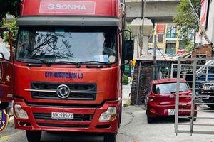 Liều lĩnh lùi xe container trên cao tốc, tài xế bị phạt 17 triệu đồng