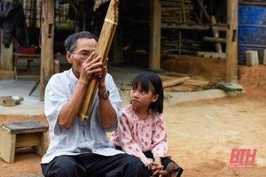 Người 'giữ hồn' khèn bè dân tộc Thái ở Mường Lát