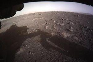 Cận cảnh cú hạ cánh xuống sao Hỏa của tàu thăm dò Perseverance NASA