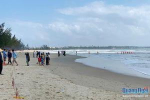 Tìm thấy thi thể học sinh tắm biển bị mất tích