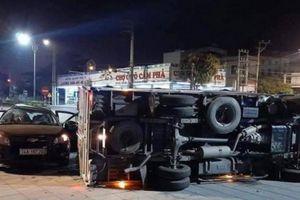 Hai xe ô tô đâm nhau trên QL18 khiến 8 người bị thương