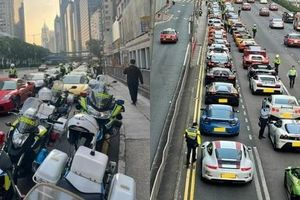 Camera giao thông: 45 siêu xe đang chuẩn bị đua trái phép thì bị cảnh sát 'tóm sống'