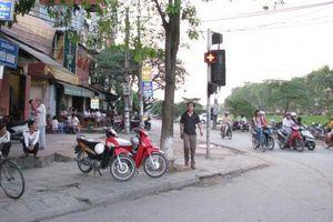 Rào chắn một phần đường Láng, đường Nguyễn Khang xây cầu Yên Hòa
