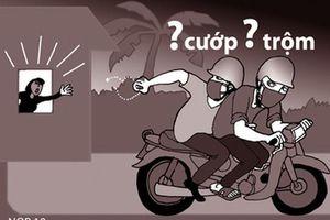 Người đàn ông đạp ngã xe, tóm gọn kẻ cướp dây chuyền
