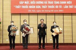 Hà Nội trao tặng danh hiệu ''Thầy thuốc nhân dân''
