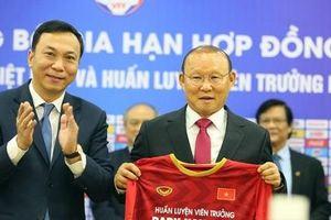 Cữ hẹn 3 năm của các đời HLV Việt Nam