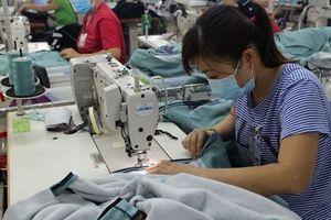 Ngành dệt may lì xì người lao động đầu năm gần 9,3 tỉ đồng